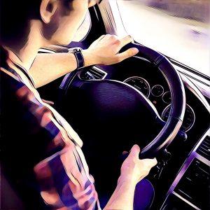 Joven conduciendo