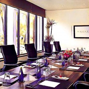 sala con mesas preparadas