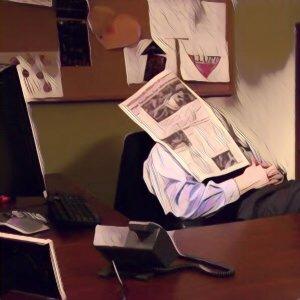 Hombre durmiendo la siesta en la oficina